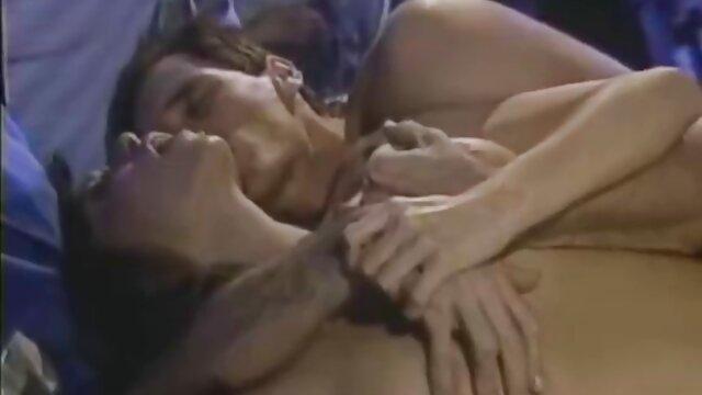 Une blonde chevauche un film porno arab sex shlong