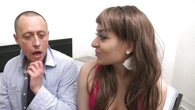 Babe Smalltitted enculée après avoir porno fananat donné bj