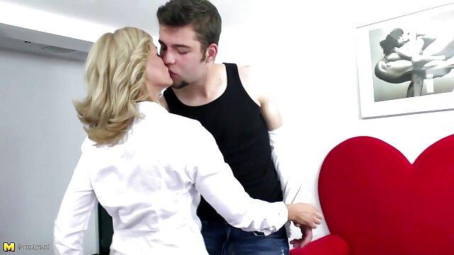 21Sextury avale une écolière DP porno arab nik après la classe