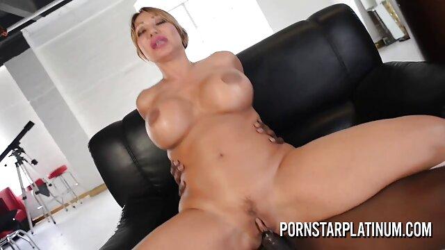 Fille de lignes de bronzage chaud se masturbe arabe vierge porno et le cul